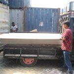 Proses loading Material Neoboard ke ekspedisi 10